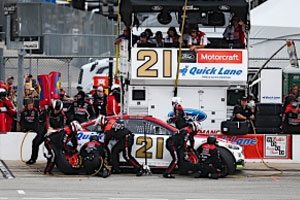 Blaney Remains In Top 10 In Points After Finishing 11th at Chicagoland
