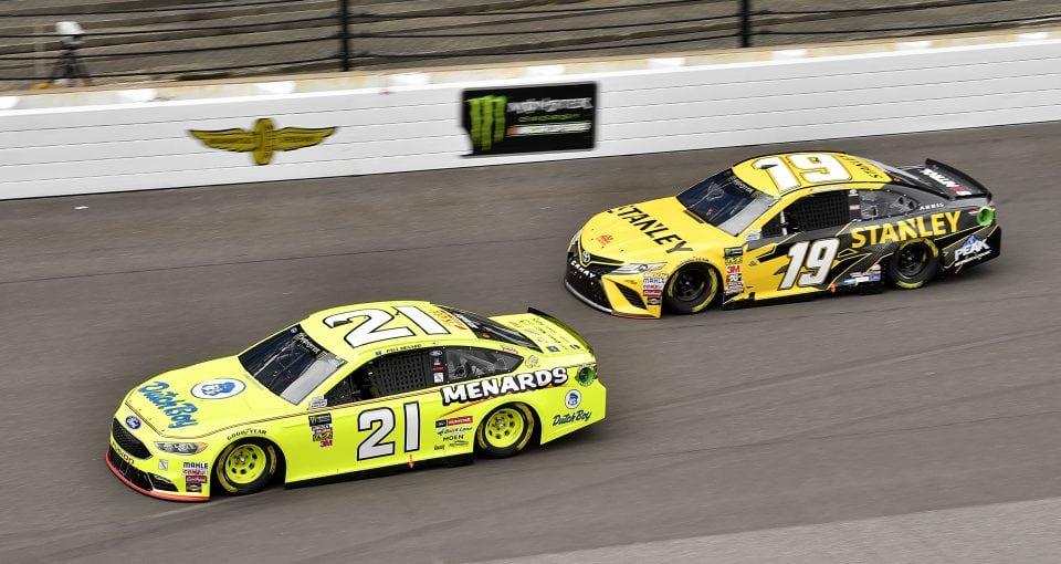 #21: Paul Menard, Wood Brothers Racing, Ford Fusion Menards / Dutch Boy and #19: Daniel Suarez, Joe Gibbs Racing, Toyota Camry STANLEY