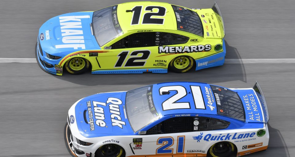 #12: Ryan Blaney, Team Penske, Ford Mustang Menards/Knauf, #21: Paul Menard, Wood Brothers Racing, Ford Mustang Quick Lane Tire & Auto Center